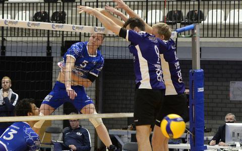 Volleyballers van Lycurgus hebben weinig moeite met VoCASA uit Nijmegen: duel werd voorafgegaan door minuut stilte voor overleden SSS-trainer