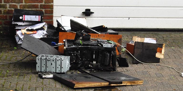 De spullen uit de slaapkamer waren niet meer te redden. FOTO PERSBUREAU METER
