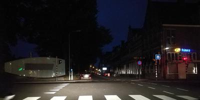 Defecte straatverlichting op de Turfsingel ter hoogte van de Ebbingebrug.