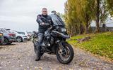 Rijschoolhouder pakt 'verboden' motorrijles weer op: 'Een boete gaan we aanvechten'