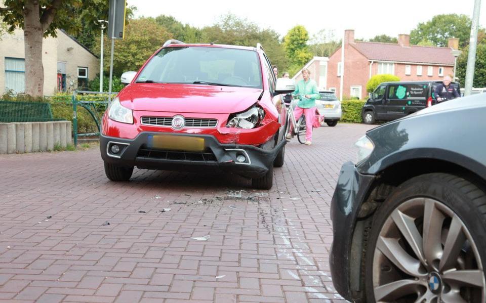 Automobilist naar ziekenhuis na aanrijding op kruising in Westerbroek.
