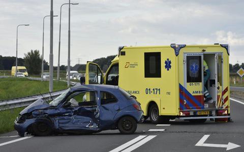 Ongeluk N33 kost bestuurder personenauto het leven