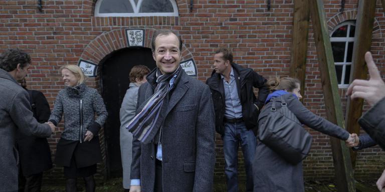 Minister Wiebes tijdens een eerste bezoek aan Huizinge eind november. Foto archief Jan Zeeman