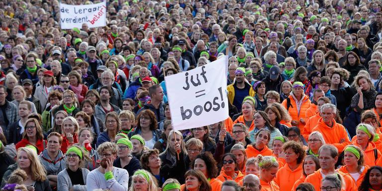 Basisschoolleraren tijdens de eerdere staking dit jaar. Foto ANP BAS CZERWINSKI