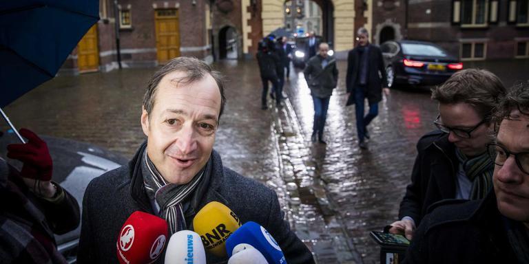 Minister Eric Wiebes van Economische Zaken en Klimaat (VVD) bij aankomst op het Binnenhof voor de wekelijkse ministerraad. FOTO ANP BART MAAT