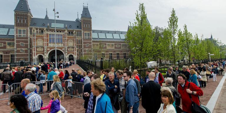 Amsterdam wordt overlopen door toeristen. Foto ANP/Robin van Lonkhuijsen