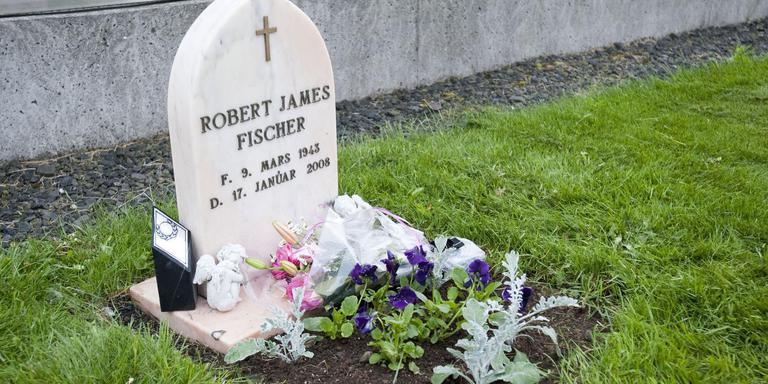 Het graf van Bobby Fisher in IJsland