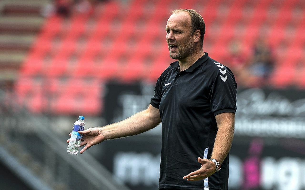 FC Emmen-trainer Dick Lukkien