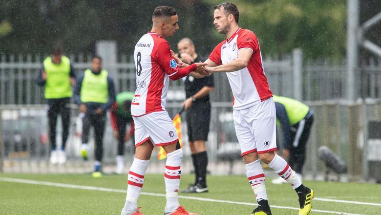 Anco Jansen (r) valt tegen PEC Zwolle al vlot na de pauze in voor de niet okselfrisse Hilal Ben Moussa. Foto ANP