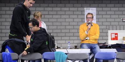 Toenmalig voorzitter Mark Boumans was ook actief als speaker tijdens een Lycurgus-wedstrijd. Foto Archief/Jan Kanning