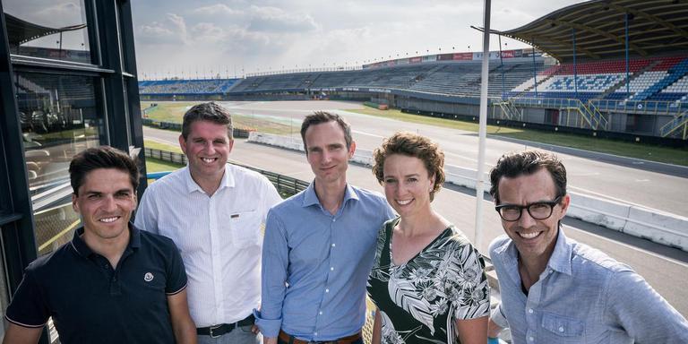 De UCI-delegatie: Thomas Rohregger, Eric Kersten, Matthew Knight, Renate Groenewold en Kevin Benjamin (van links naar rechts). Foto: Jaspar Moulijn