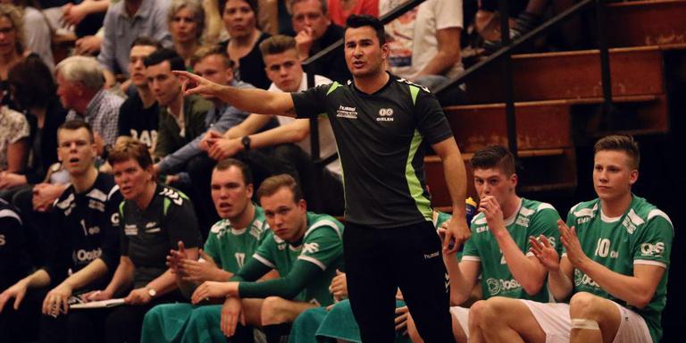 Freek Gielen in actie als coach bij E & O. Foto E & O