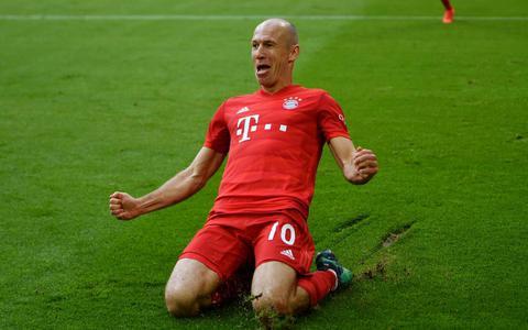 Voor Robben is het wikken en wegen: 'Ik voel dat er nog een aantal jaren voetbal in mijn lijf zit'