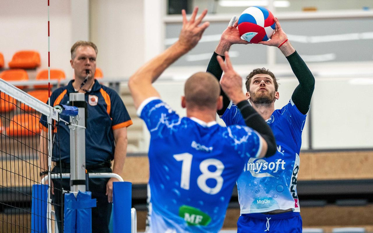 De volleyballers van Lycurgus kunnen in de komende weken geen wedstrijden spelen in de eredivisie. In het betaald voetbal wordt nog wel gespeeld, maar nog steeds zonder publiek
