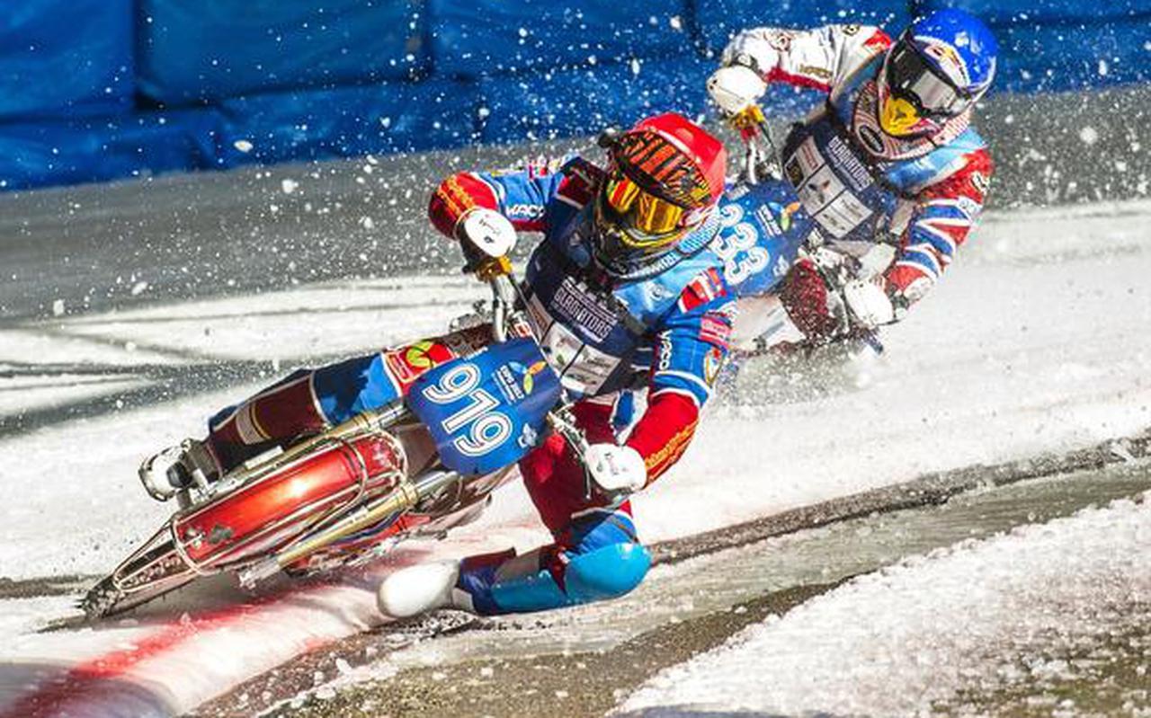 De laatste wereldkampioen Khomitsevich (919) en Ivanov (333) zijn in De Bonte Wever in Assen in een felle strijd verwikeld. FOTO MARCEL JURIAN DE JONG