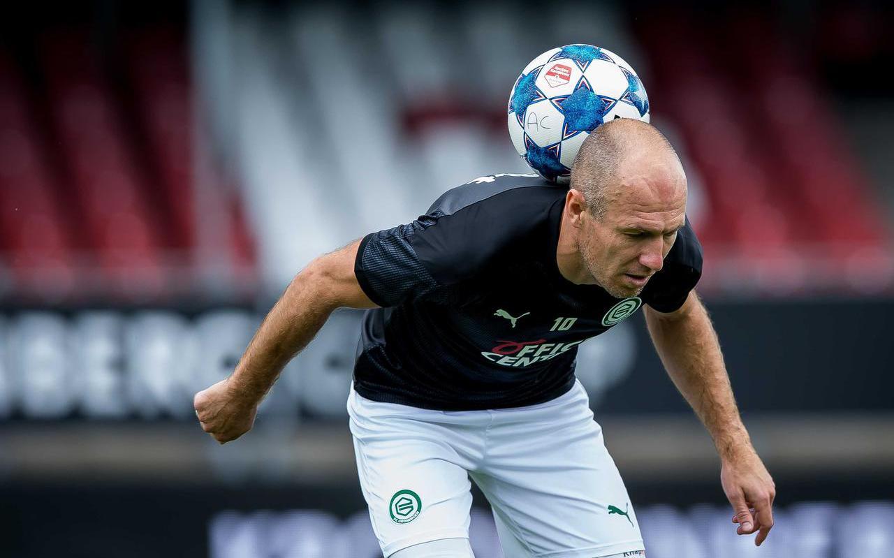 Arjen Robben voor aanvang van de oefenwedstrijd tussen Almere City FC en FC Groningen in het Yanmar stadion in Almere.