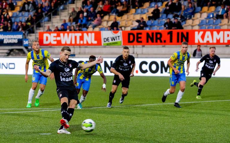 Solide openingszege FC Emmen in Waalwijk