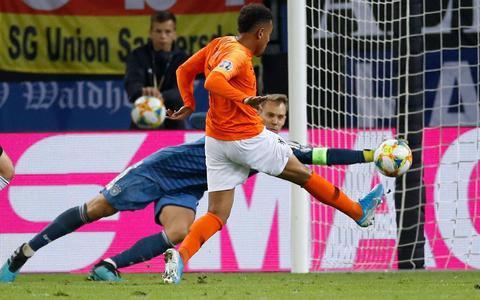 Oranje schiet uit zijn slof in Hamburg en wint met 2-4