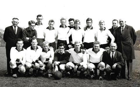 Legde Rinus Michels de basis voor het totaalvoetbal van de Hollandse school bij handbalinternational Bé Osinga in Ter Apel?