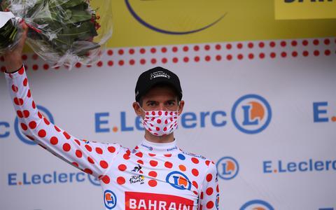 Wout Poels op het podium na de 16de etappe.