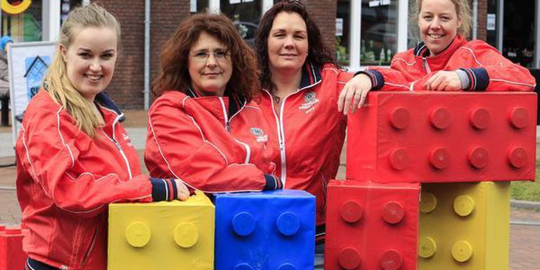 De organisatoren van de eerste LEGIO-run (vlnr): Diana Hoeksema, Frouwke van der Naalt, Jenny Bolt en Fronny Babois. FOTO JAN WILLEN VAN VLIET