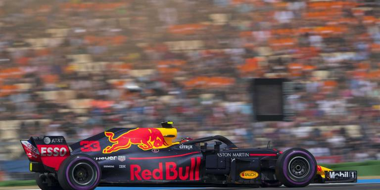 Max Verstappen in actie op het circuit van Hockenheim in Duitsland. De kans dat hij binnen afzienbare tijd zijn kunsten mag vertonen op het TT Circuit in eigen land lijkt weer stevig toegenomen. Foto ANP
