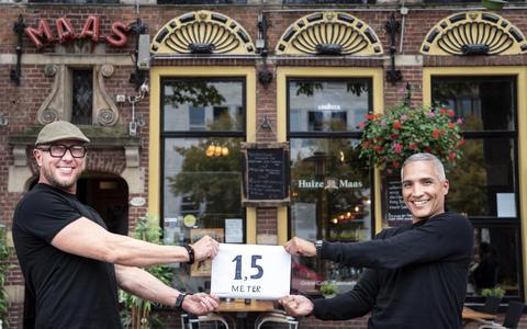 Oud-sporters gaan corona muzikaal te lijf met dinershow in Huize Maas in Groningen