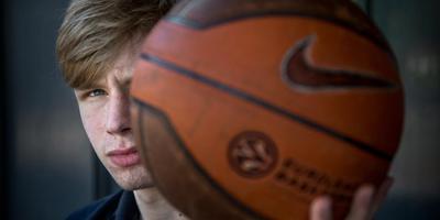 Basketbaltalent Rienk Mast verruilt Donar voor een Amerikaans avontuur. Foto: Corné Sparidaens