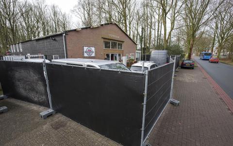 De Kringloophal aan de 13 Aprilstraat in Oosterwolde, waar de politie eind februari 2020 een inval deed vanwege wapenhandel.