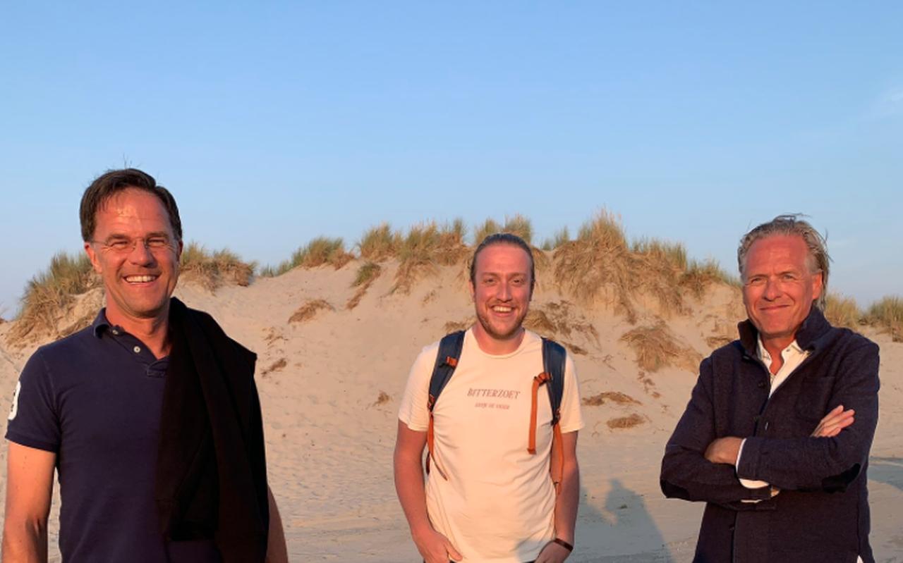 Bert-Jan Westerink uit Wezep tussen premier Rutte en Jort Kelder. Foto: Paulien Visscher