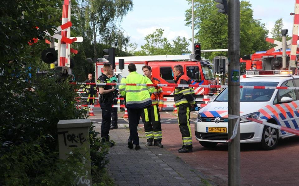 Verstoring in treinverkeer tussen Groningen en Leeuwarden door ongeluk bij spoorwegovergang.