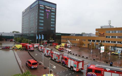 Veel brandweerinzet bij de brand in het WTC-hotel in Leeuwarden.