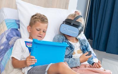Ziekenhuis Nij Smellinghe in Drachten zet sinds deze maand VR-brillen in bij kinderen op de Spoedeisende Hulp (SEH).