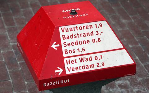 Een ANWB-paddenstoel op Schiermonnikoog.