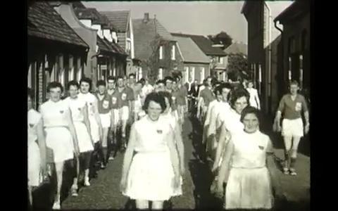 Ga terug in de tijd met Films van Toen: De Boortorenwandeltocht van Schoonebeek
