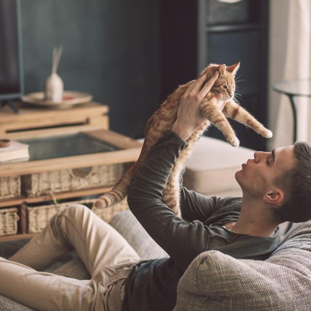 Man met kat